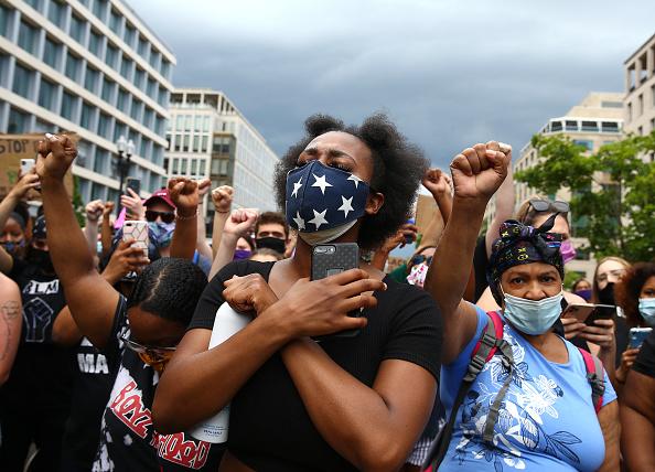 平穏「Protesters Demonstrate In D.C. Against Death Of George Floyd By Police Officer In Minneapolis」:写真・画像(11)[壁紙.com]