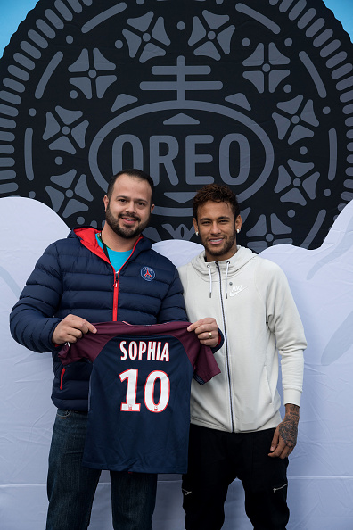 Neymar da Silva「Neymar Shows Off A New Type Of OREO Cookie Dunk For The Winners Of The OREO Dunk Challenge Sweepstakes」:写真・画像(17)[壁紙.com]