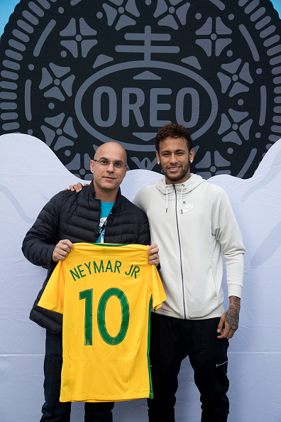 Neymar da Silva「Neymar Shows Off A New Type Of OREO Cookie Dunk For The Winners Of The OREO Dunk Challenge Sweepstakes」:写真・画像(11)[壁紙.com]