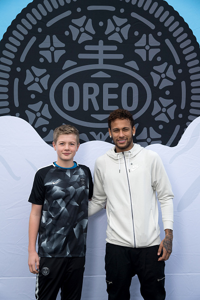 Neymar da Silva「Neymar Shows Off A New Type Of OREO Cookie Dunk For The Winners Of The OREO Dunk Challenge Sweepstakes」:写真・画像(16)[壁紙.com]