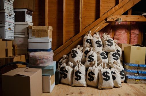 Making Money「Money hidden in attic」:スマホ壁紙(18)