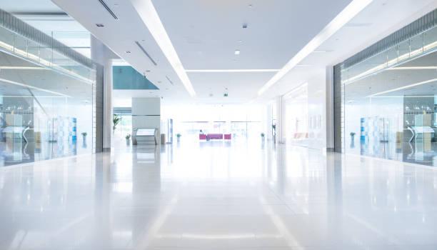 Empty shopping centre in sunset, Dubai:スマホ壁紙(壁紙.com)