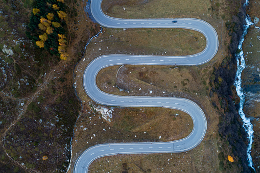 Hairpin Curve「Switzerland, Canton of Grisons, Drone view ofJulierPass in autumn」:スマホ壁紙(8)