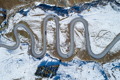 Hairpin Curve「Switzerland, Canton of Grisons, Drone view of winding road inJulierPass」:スマホ壁紙(3)