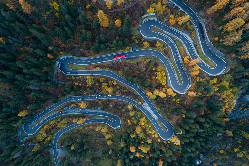 Hairpin Curve「Switzerland, Canton of Grisons, Saint Moritz, Drone view ofMalojaPass in autumn」:スマホ壁紙(10)