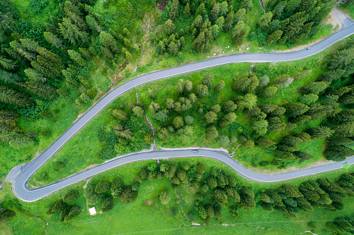 Hairpin Curve「Switzerland, Graubuenden Canton, Aerial view of Albula Pass」:スマホ壁紙(1)