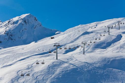 Ski Slope「Switzerland,Carmenna, view of ski chair lift」:スマホ壁紙(15)