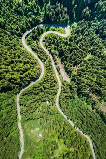 Hairpin Curve「Switzerland, Canton of Uri, Aerial view of Susten Pass」:スマホ壁紙(5)