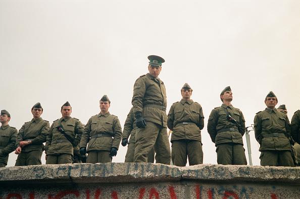 Three Quarter Length「Fall Of The Berlin Wall」:写真・画像(5)[壁紙.com]