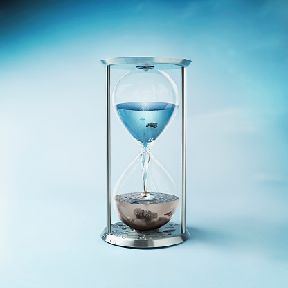 Bizarre「Hourglass with Clean Ocean Water in the Top and Dirty Polluted Water in Bottom」:スマホ壁紙(13)