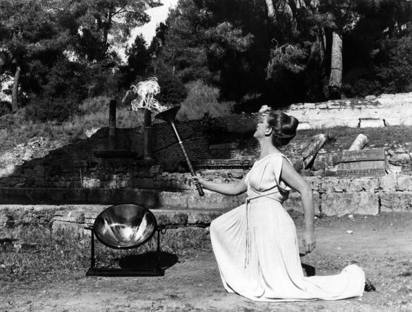 Greece「Lighting Flame」:写真・画像(7)[壁紙.com]