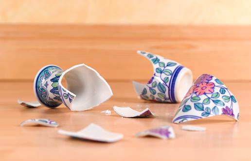 Damaged「Accident broken antique vase」:スマホ壁紙(15)