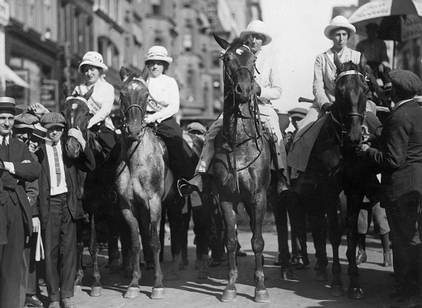 Horse「Suffragette Riders」:写真・画像(0)[壁紙.com]