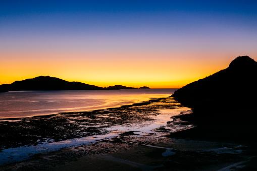 Atmosphere「Catseye Beach at low tide at dawn」:スマホ壁紙(4)
