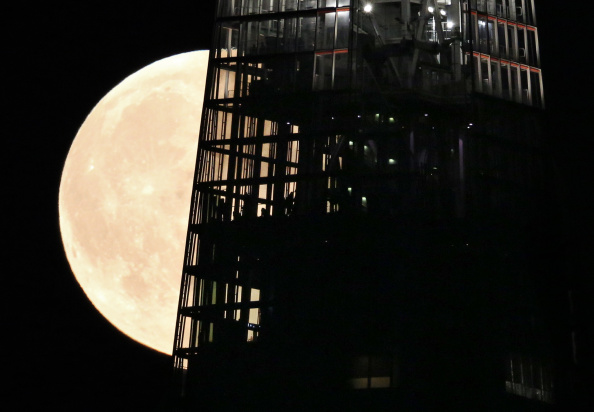 Shard London Bridge「Supermoon Rises Over The UK」:写真・画像(11)[壁紙.com]