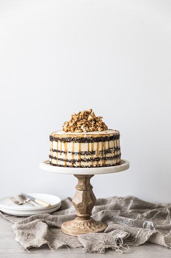 Gourmet「Chocolate and caramel buttercream layered birthday cake with caramel popcorn」:スマホ壁紙(10)