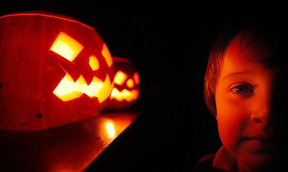 Halloween「Children Enjoy Traditional Halloween Pumpkins」:写真・画像(14)[壁紙.com]