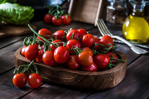 Cherry Tomato「Fresh organic cherry tomatoes shot on rustic wooden table」:スマホ壁紙(0)