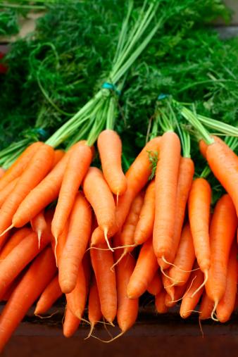 Carrot「Fresh organic carrots in bundles」:スマホ壁紙(8)