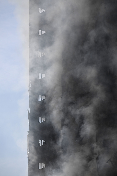 Carl Court「24-Storey Grenfell Tower Block On Fire In West London」:写真・画像(0)[壁紙.com]