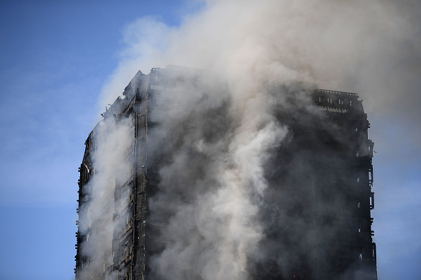 Carl Court「24-Storey Grenfell Tower Block On Fire In West London」:写真・画像(1)[壁紙.com]