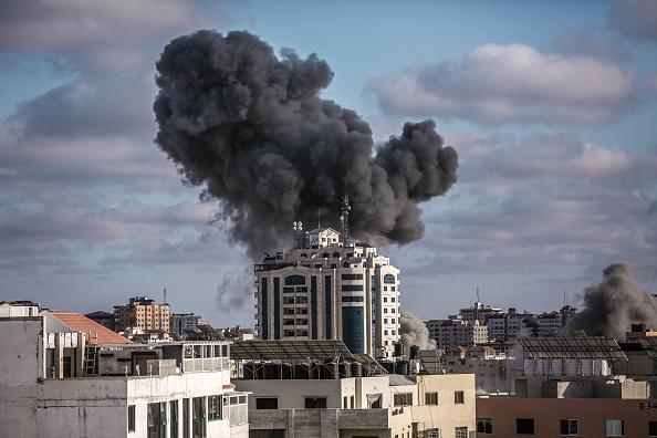 パレスチナ「Death Toll Rises In Gaza As Israeli Strikes Intensify」:写真・画像(8)[壁紙.com]