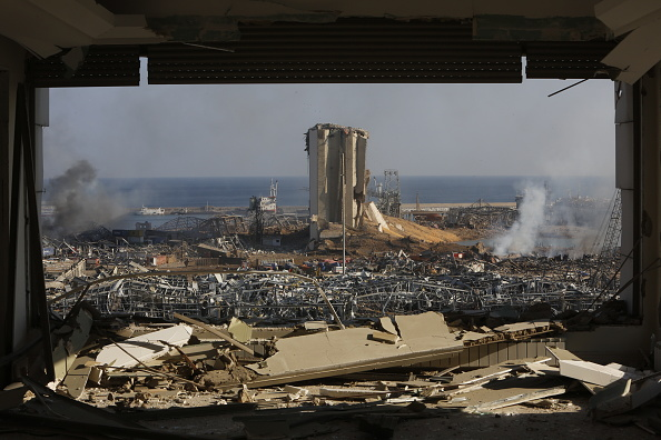 Exploding「Beirut Treats Wounded And Seeks Answers After Deadly Blast」:写真・画像(1)[壁紙.com]
