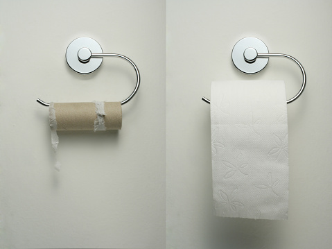 Single Word「Toilet paper holder with empty and new roll hanging up」:スマホ壁紙(2)