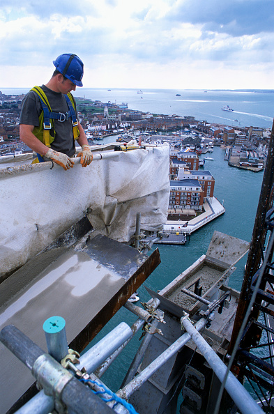 Construction Vehicle「Built on Gunwharf, near Portsmouth Harbour Station, the Spinnaker Tower will offer spectacular views across the harbour. It is the centerpiece of the Millennium Project for the Renaissance of Portsmouth Harbour. Height : 170 meters - that's two and a hal」:写真・画像(5)[壁紙.com]