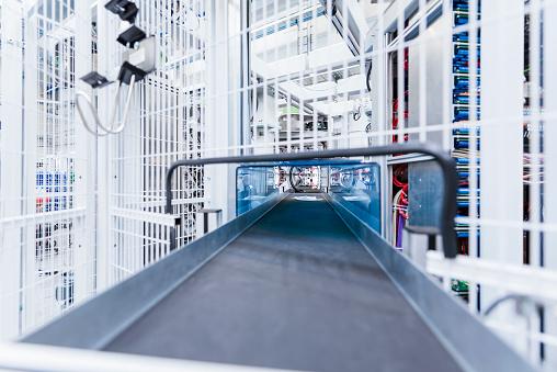 Industry「Conveyor belt in factory」:スマホ壁紙(12)