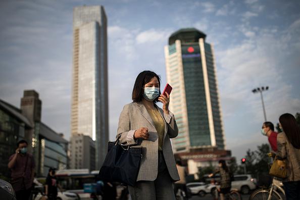Smart Phone「Wuhan Slowly Recovers From Coronavirus Outbreak」:写真・画像(12)[壁紙.com]