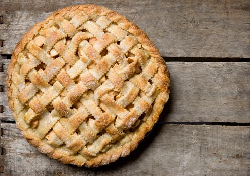 Apple Pie「Apple Pie With Lattice Crust on a Rustic Wooden Crate.」:スマホ壁紙(4)