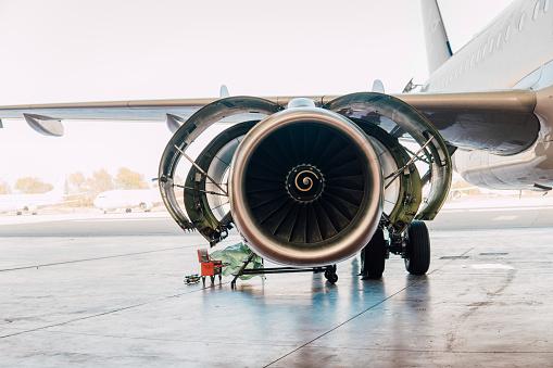 Commercial Airplane「Airplane at aircraft hangar」:スマホ壁紙(6)