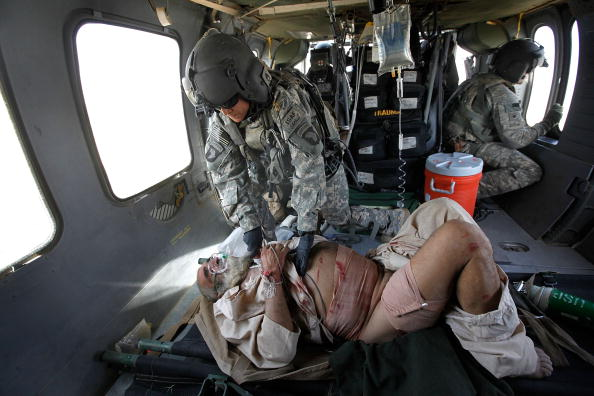 Army Soldier「Army Medevac Unit Tends To The War Wounded Near Marja, Afghanistan」:写真・画像(2)[壁紙.com]