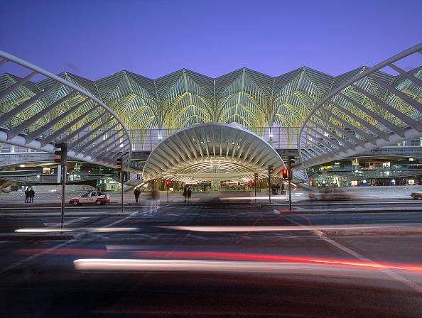 Light Trail「Exterior of Estacio de Oriente Interchange, Parque da Nacoes, Lisbon, Portugal. Designed by Santiago Calatrava.」:写真・画像(3)[壁紙.com]