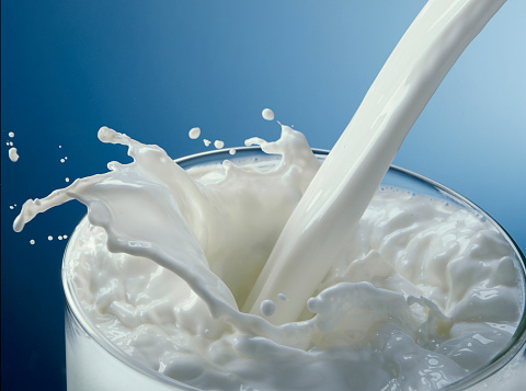 Dairy Product「Glass of milk pouring」:スマホ壁紙(9)