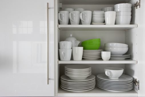 Plate「white crockery stacked in cupboard with green bowl」:スマホ壁紙(10)