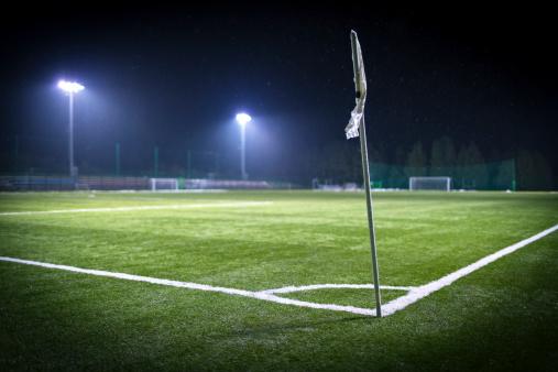 Corner Marking「Empty soccer field corner on a snowy winter night」:スマホ壁紙(3)