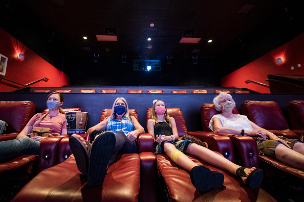 """Arts Culture and Entertainment「AMC Theatres Reopens Its Doors By Celebrating 100 Years Of Operations With """"Movies In 2020 At 1920 Prices""""」:写真・画像(1)[壁紙.com]"""