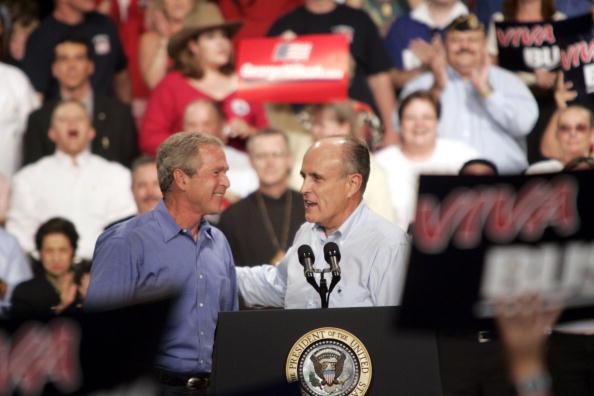 Rick Scibelli「President Bush Speaks At A Rally In Albuquerque」:写真・画像(2)[壁紙.com]