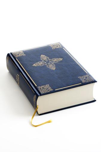 Christianity「Closed Bible, close-up」:スマホ壁紙(12)