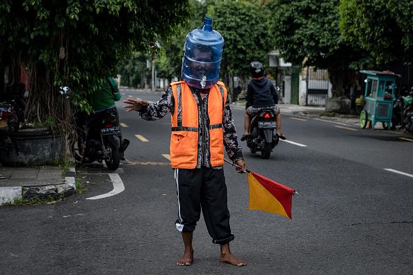 Road「Indonesians Live Under Self-Quarantine To Contain Spread Of The Coronavirus」:写真・画像(14)[壁紙.com]