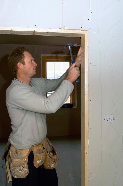 Belt「Carpentry and Joinery. Hanging doors.」:写真・画像(2)[壁紙.com]
