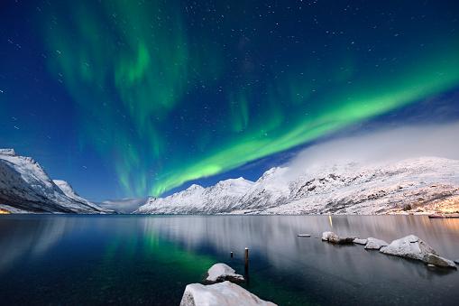 Geomagnetic Storm「Green Aurora Borealis at Jokulsarlon Bay, Tromso, Norway」:スマホ壁紙(16)