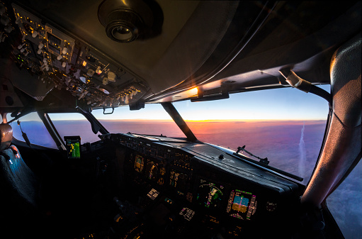 Commercial Airplane「aerial sunset view from the cockpit of a jet airliner in flight」:スマホ壁紙(6)