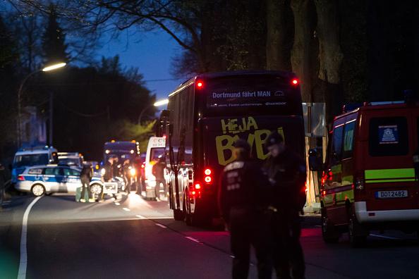 Exploding「Borussia Dortmund Bus Explosion Injures One」:写真・画像(3)[壁紙.com]