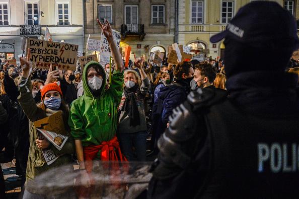 Poland「National Strike Called Against Abortion Law」:写真・画像(2)[壁紙.com]