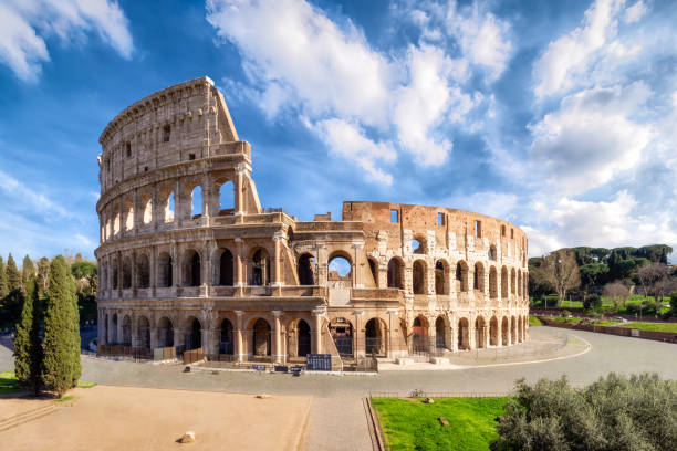 Colosseum in Rome without people in the morning, italy:スマホ壁紙(壁紙.com)