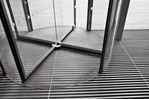 Spinning「Revolving door」:スマホ壁紙(6)