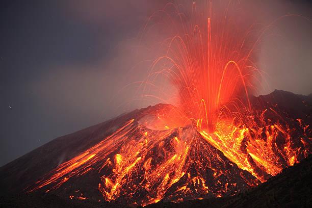 January 1, 2010 - Explosive Vulcanian eruption of lava on Sakurajima Volcano, Japan.:スマホ壁紙(壁紙.com)